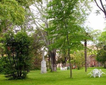 Le Jardin de la Maison du Cardinal Piazza ***