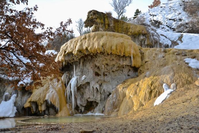 alpes-francaises-insolites-La_fontaine_de_Réotier_un_22_décembre