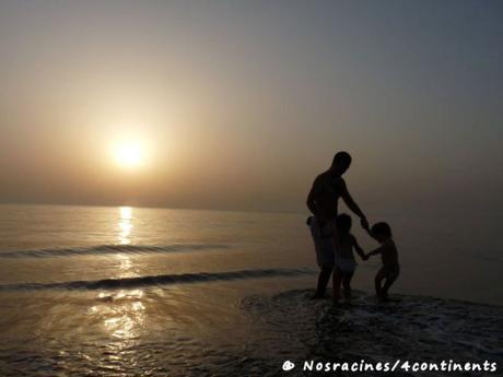 Souvenir d'une ronde dans la mer à Fujaïrah, au lever du soleil