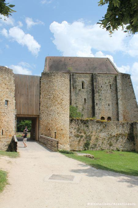 Notre arrivée au château de la Madeleine, forteresse médiévale