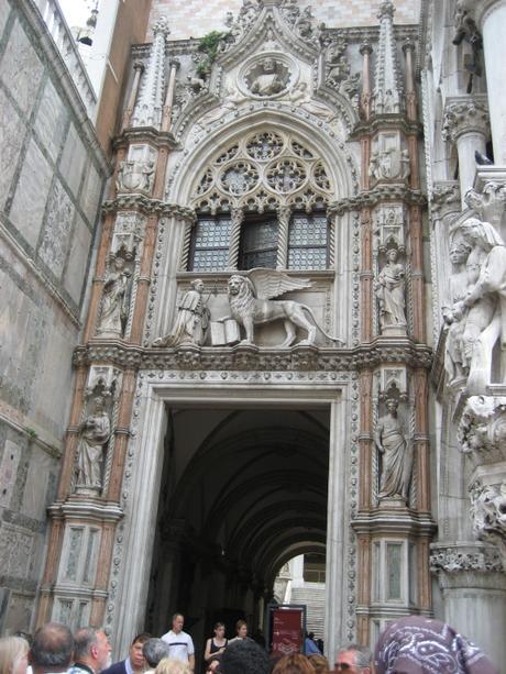 Porta della Carta du Palazzo Ducale di Venezia, où a travaillé Giorgio di Matteo.