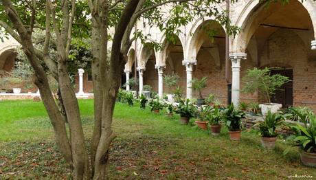 Le cloître de Sant'Elena