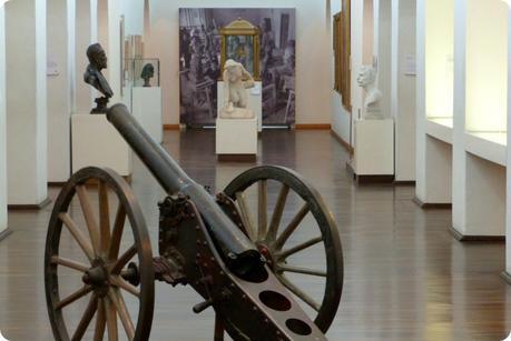 canon exposé dans une salle du Museo nacional de Colombia de Bogotá