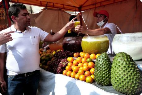 jus servis au Mercado de Pulgas de San Alejo à Bogotá