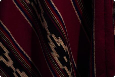 Tissu d'un poncho au musée de la Mitad del Mundo de Quito
