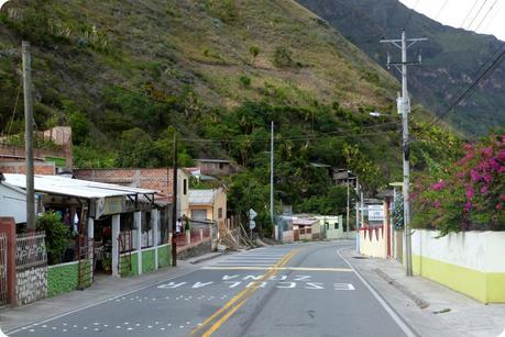 route du retour dans le sud de la Colombie