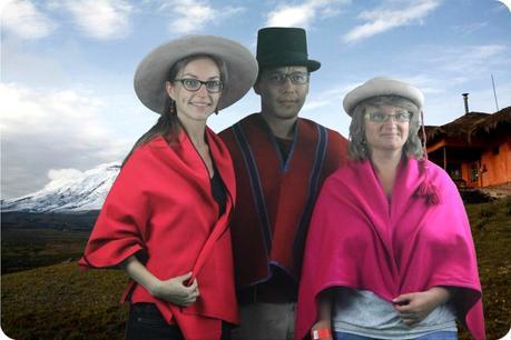 Nous 3 en habit équatorien au musée de la Mitad del Mundo de Quito