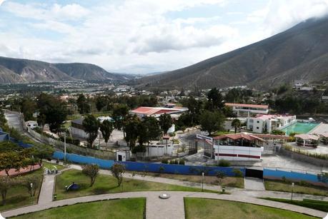 Vue vers le sud depuis le monument de la Mitad del Mundo de Quito
