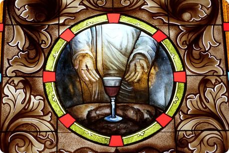 vitrail à l'intérieur de l'église de la Mitad del Mundo de Quito