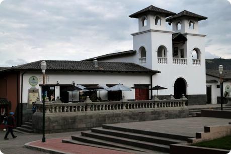 Café et église de la Mitad del Mundo de Quito