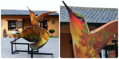 Sculpture d'un colibri à la Mitad del Mundo de Quito