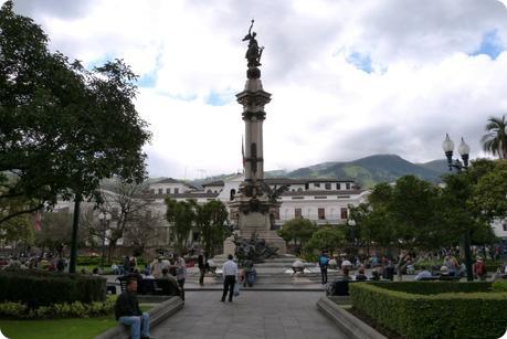 Le Monumento a la Independencia sur la Plaza Grande de Quito