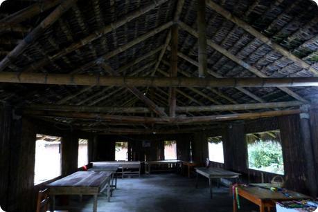 intérieur d'une maison des Tsachila à Santo Domingo de los Colorados