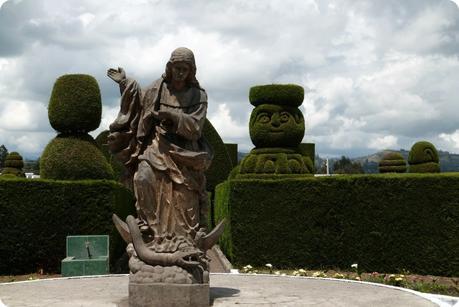Sculpture de la Vierge de Legarda au cimetière de Tulcán