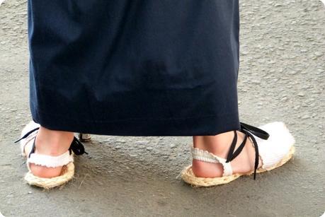 sandales d'un petit porteur durant la procesión chiquita de la Semana Santa de Popayán