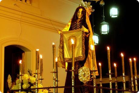 paso du défilé du mardi saint durant le défilé de la Semana Santa de Popayán