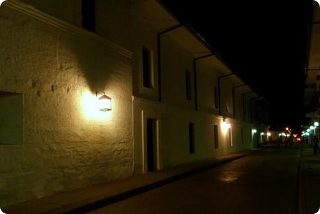 Maisosn blanches du centre-ville de Popayán de nuit