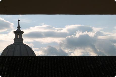 Vue sur la Cathédrale de Popayán entre les toits de la ville depuis le Colegio Mayor del Cauca