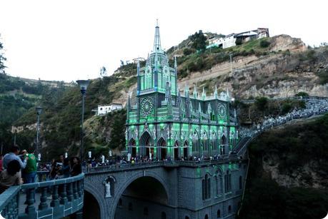 Le Santuario de las Lajas de Ipiales en vert