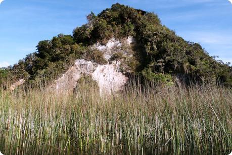 roche de l'île de la Corota à la lagune de la Cocha à Pasto