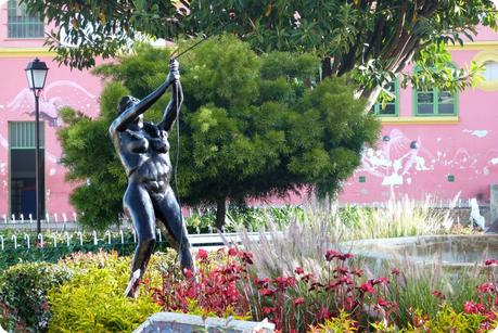 sculpture d'une femme sur la place de Nemocón