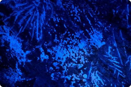 mur de sel avec lumière bleue à la mina de sal de Nemocón