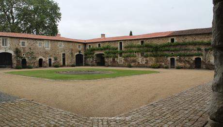 chapelle-saint-florent-chateau-baronniere-cour-carree-1