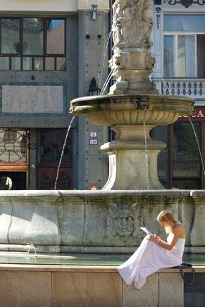 bratislava vieille ville centre place centrale fontaine maximilian hlavné námestie