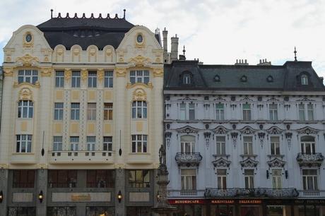 bratislava vieille ville centre place centrale hlavné námestie façade café roland maximilian