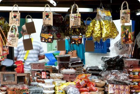 souvenirs sur la place du Pueblito Paisa de Medellín