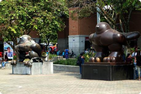 Les sculptures Pájaro de Botero sur la plaza San Antonio de Medellín