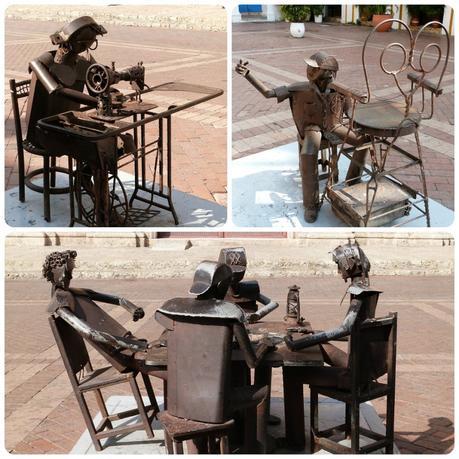 sculptures représentant des métiers : couturière et nettoyeur de chaussures, ainsi que 4 personnages jouant aux cartes sur une place de Carthagène