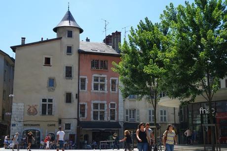 chambéry savoie vieille ville place genève