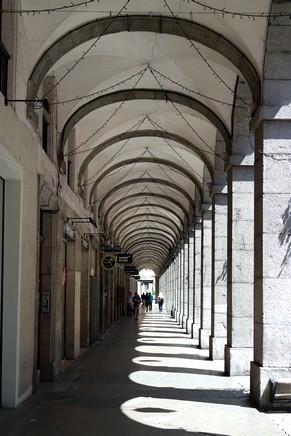 chambéry savoie vieille ville rue boigne arcades