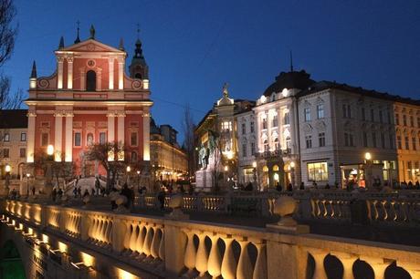 ljubljana Prešernov trg église notre dame annonciation triple pont nocturne nuit