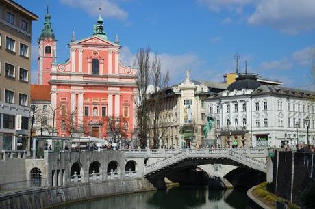 ljubljana ljubljanica Prešernov trg église notre dame annonciation triple pont