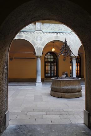 ljubljana Mestni trg hôtel de ville cour intérieure