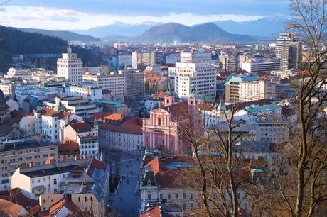 ljubljana vue panorama château Prešernov trg