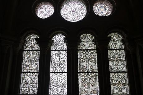 autriche basse-autriche niederösterreich stift abbaye heiligenkreuz wienerwald cloître vitraux