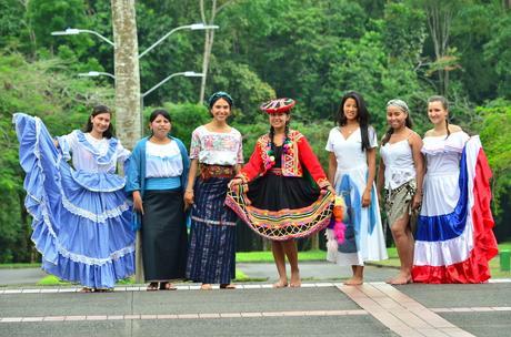 Les différents costumes du folklore tico
