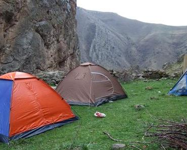 Camping dans les montagnes du Caucase