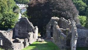 Mardi tourisme: Okehampton Castle